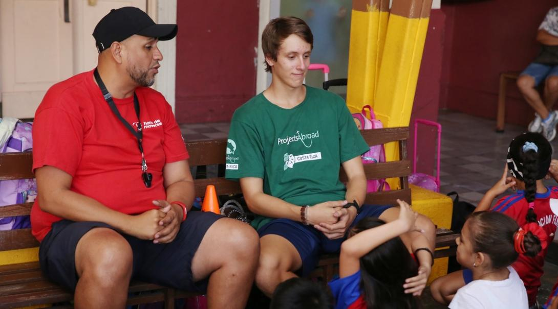 A group of kids face their local coach and a Projects Abroad sport volunteer in Costa Rica